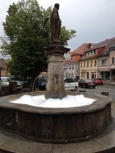 Petrusbrunnen Schlüsselfeld Schaum zum Baden Schaumschläger