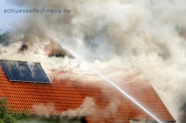 Wohnhaus und Garage brennen in Schlüsselfeld Uhlandstraße Remax Immobilien Nürnberg Horn Schlüsselfeld 24072013