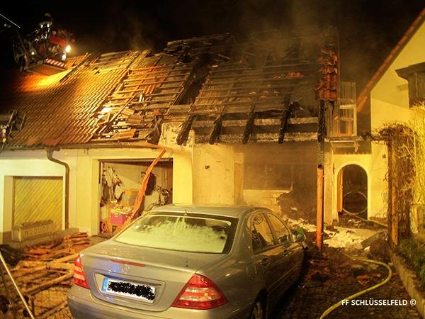 Feuerwehr Feuerwehreinsatz 600b15122014 Schlüsselfeld Garagenbrand